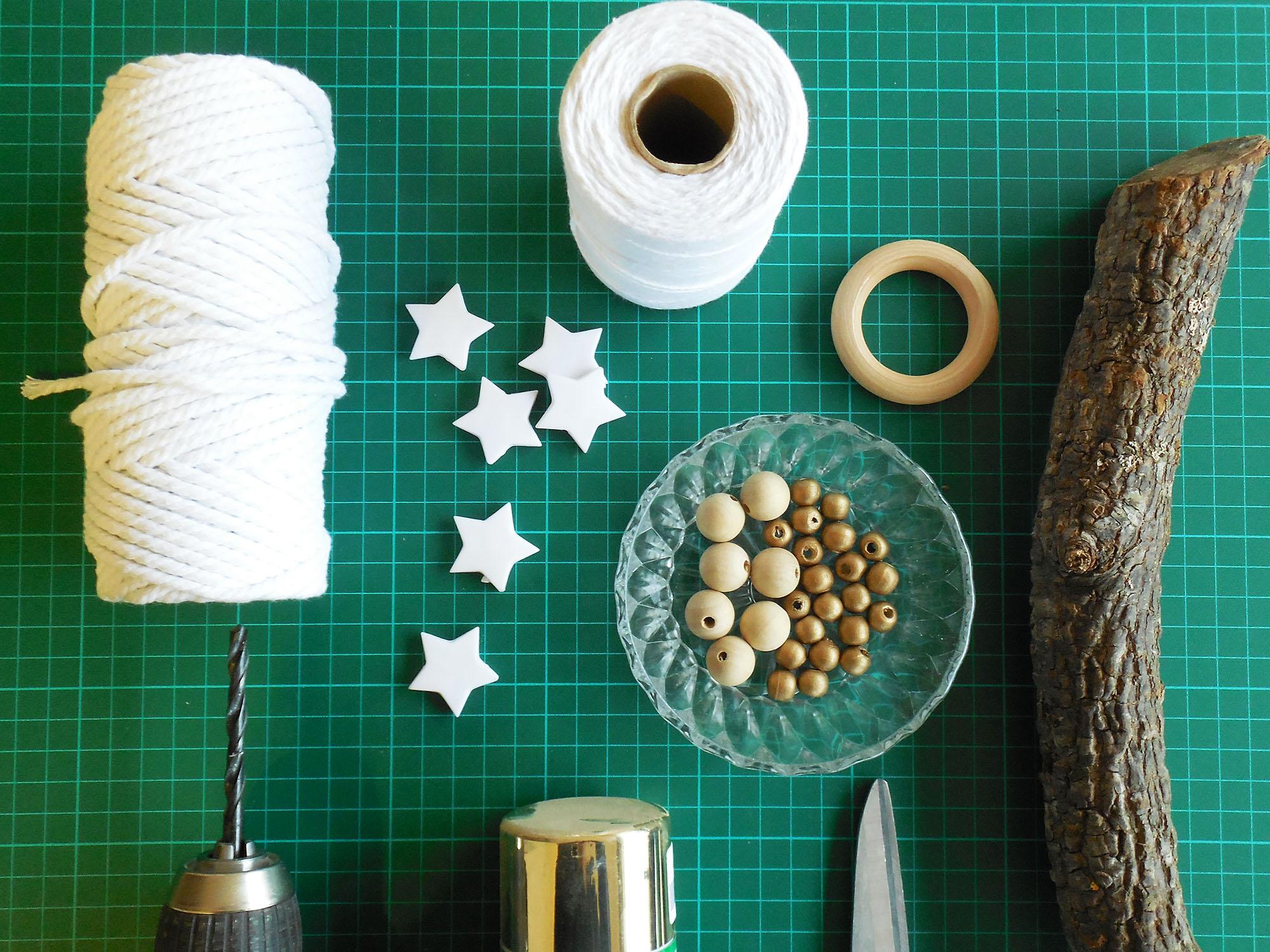 tuto fabriquer une suspension de noel jeanne s 39 amuse. Black Bedroom Furniture Sets. Home Design Ideas