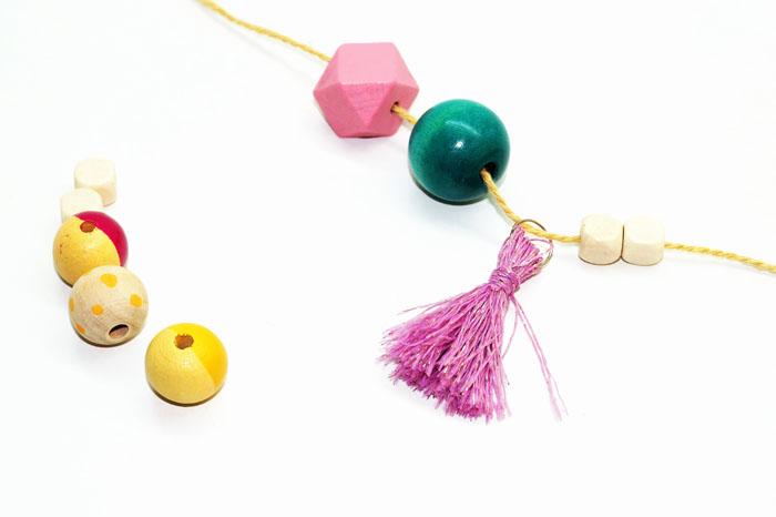DIY express : tuto sautoir avec pompon par jeanne s'amuse