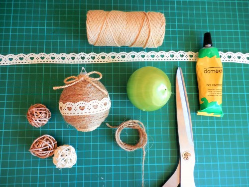 Tuto déco de Noël : customiser une boule de Noël sur le blog Jeanne s'amuse