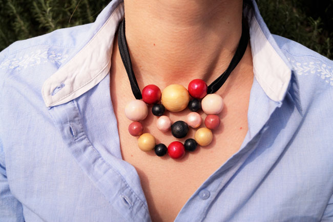 tuto fabriquer cadeau fete des meres collier boules en bois - jeanne s'amuse